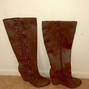Elle new in box suede like gray ruffle boots